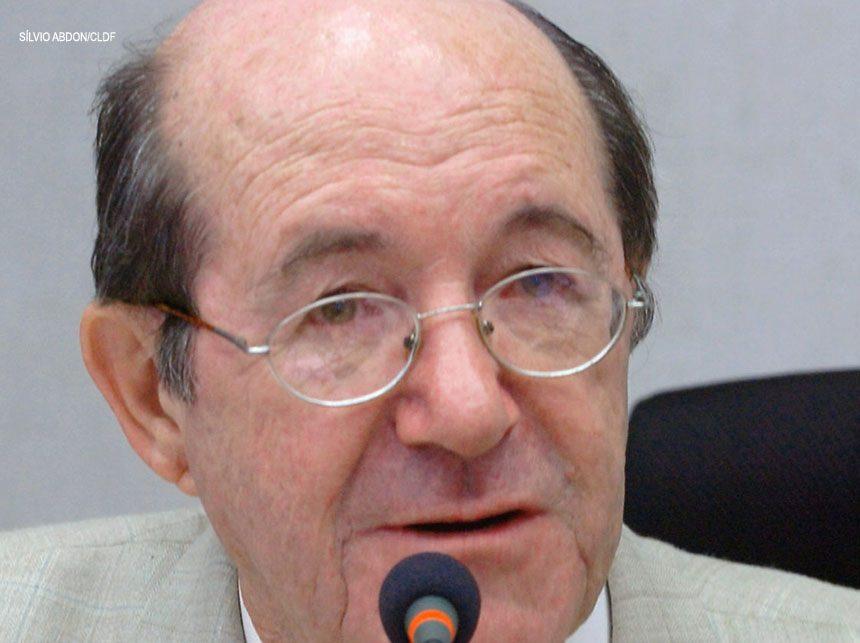 Wasny de Roure sugere acompanhamento de contratos do GDF com terceiros