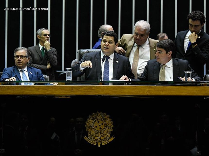 Resultado de imagem para congresso nacional senadores bravos