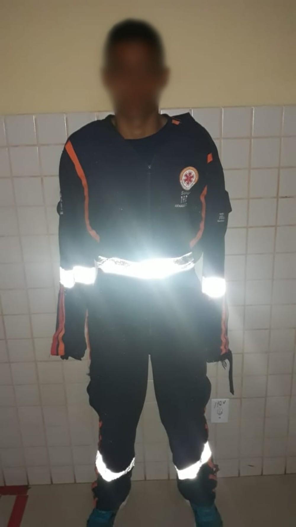 Homem que dirigia viatura foi preso usando uniforme roubado — Foto: Divulgação