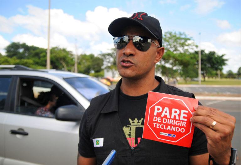 O chefe do Núcleo de Campanhas Educativas do Detran, Miguel Videl, foca na conscientização sobre o perigo de dirigir sob efeito de álcool; campanha também abordará o risco de utilizar o celular ao volante